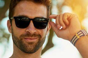 آیا عینک آفتابی تیره برای چشمان شما بهتر است؟